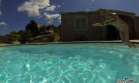 Homme nu piscine