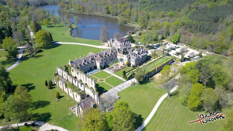 Abbaye des vaux de cernay vue de drone