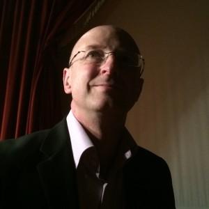 Autoportrait du magicien mentaliste Xavier Nicolas